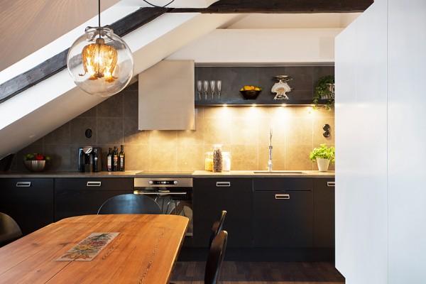 2-Black-kitchen-units-600x400