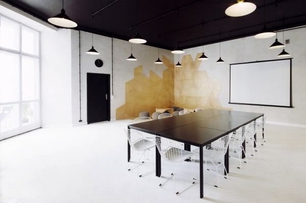 3-Contemporary-meeting-room-600x399