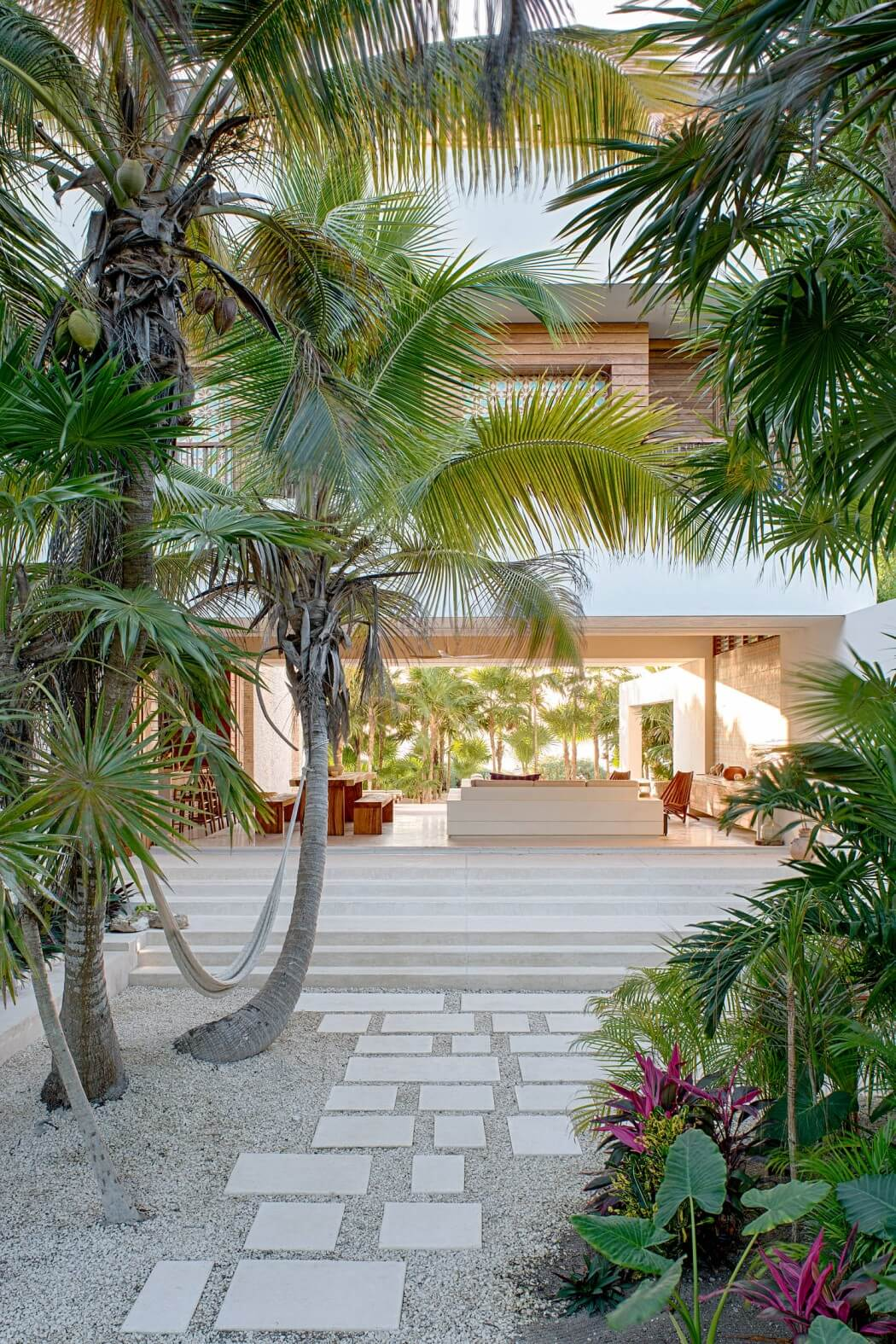 003-casa-xixim-specht-harpman-architects-1050x1575