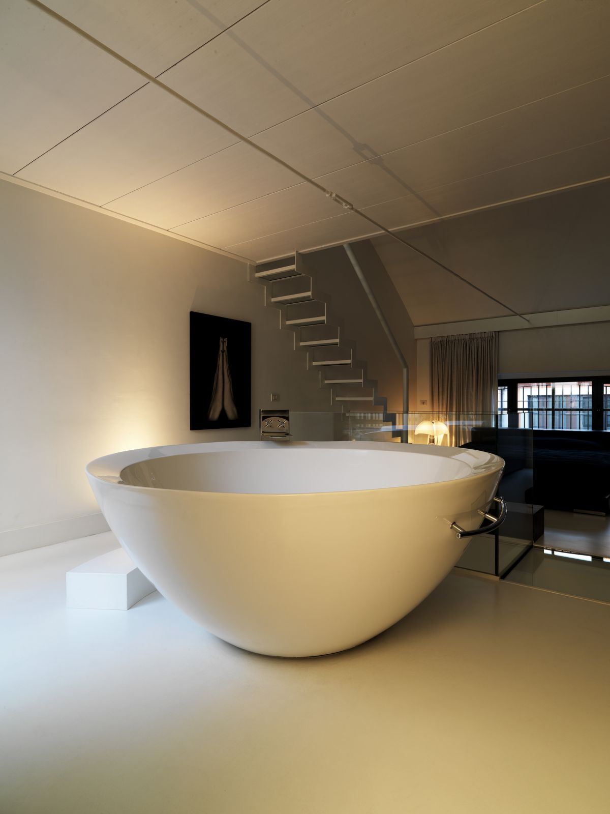 brilliant-minimalist-design-of-modern-minimalist-bathtub-design-bowl-shape-for-home-design