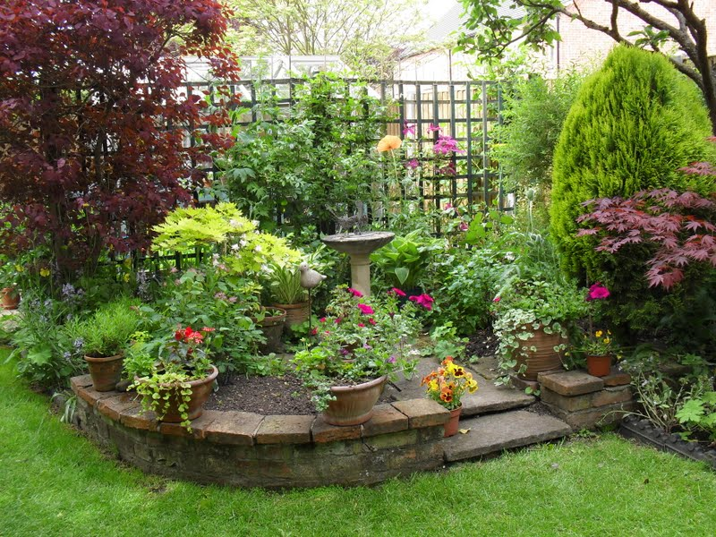 decorating-small-garden-home-idea-with-raised-flower-bed-potted-plants