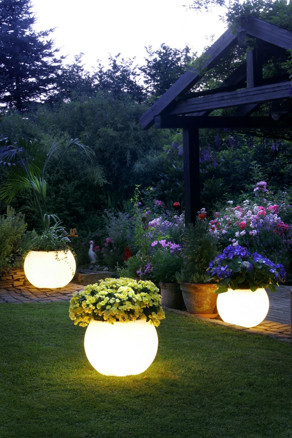 retro-garden-lighting