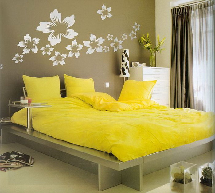 yellow-bedroom-flower-wall-bedroom-ideas