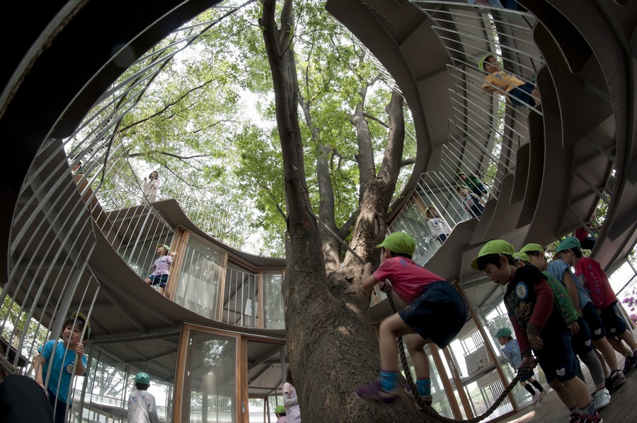 fuji_kindergarten_ring_around_a_tree_t290911_k4