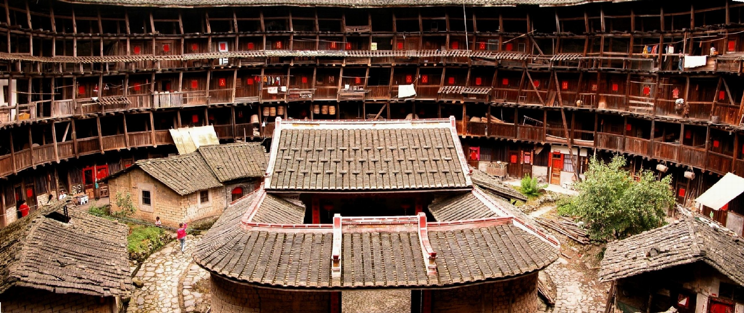 fujian_tulou_interior__china