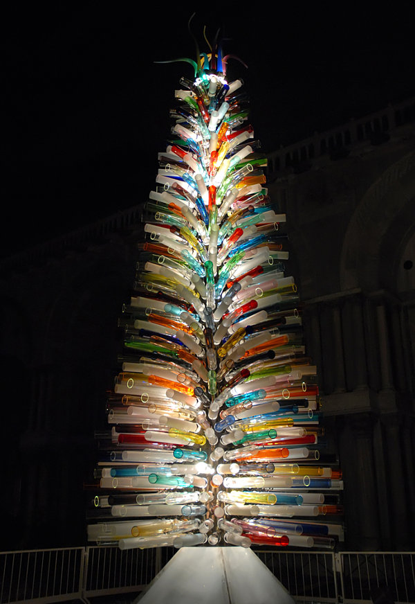 Christmas-tree-made-of-Murano-glass