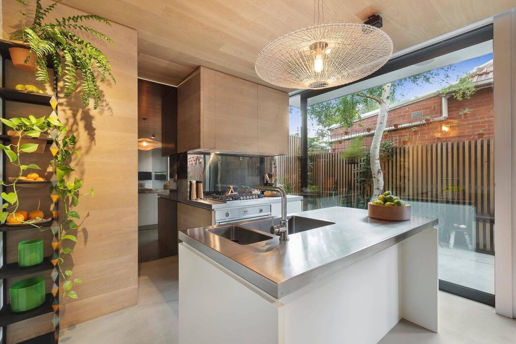005-windsor-residence-urban-angles-1050x701