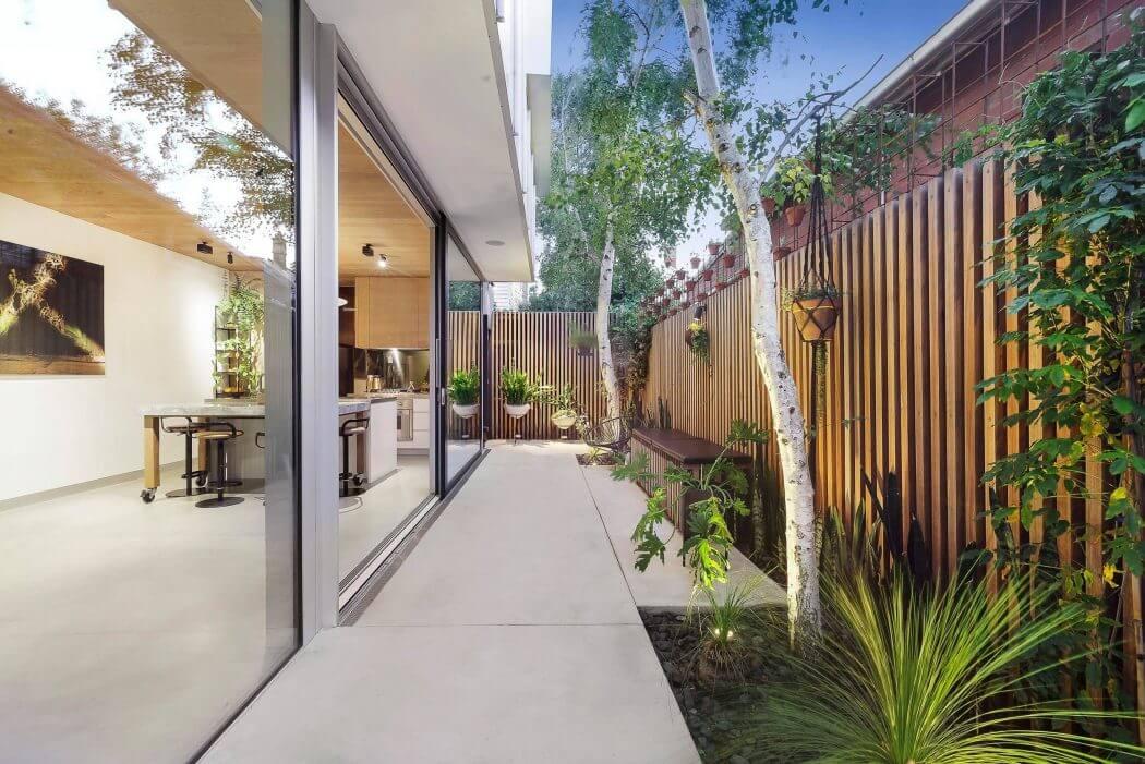 011-windsor-residence-urban-angles-1050x701
