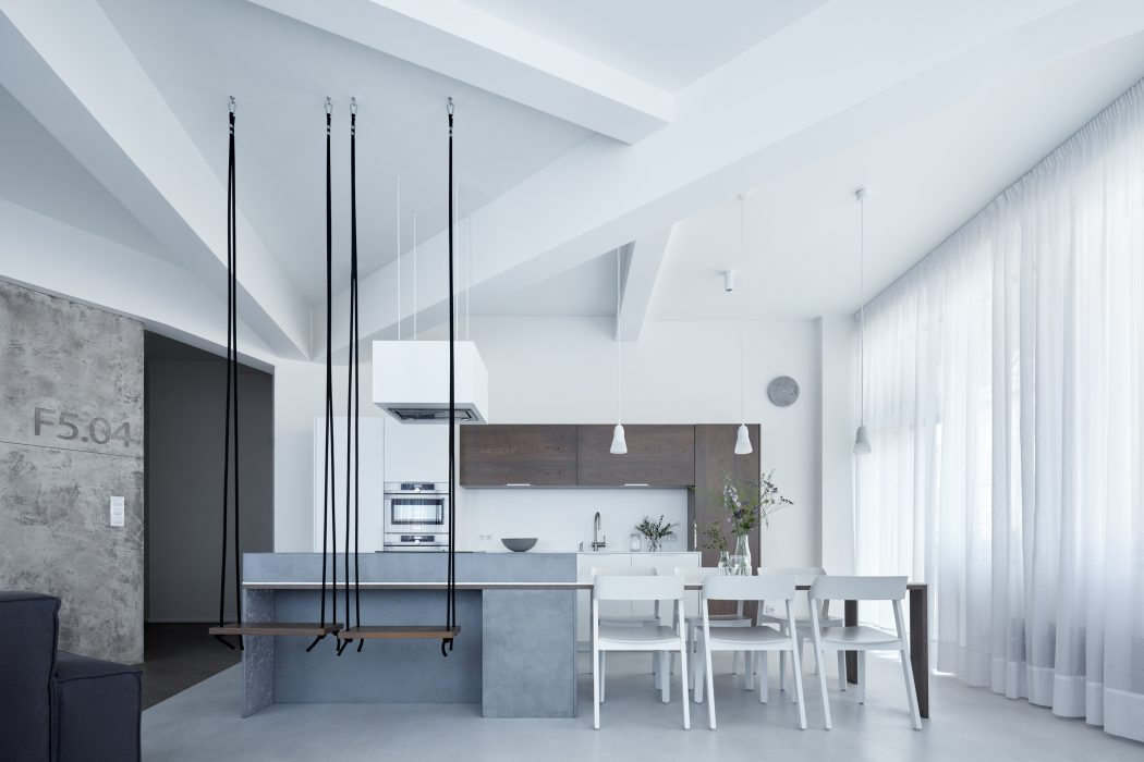 001-loft-f504-smlxl-studio-1050x700