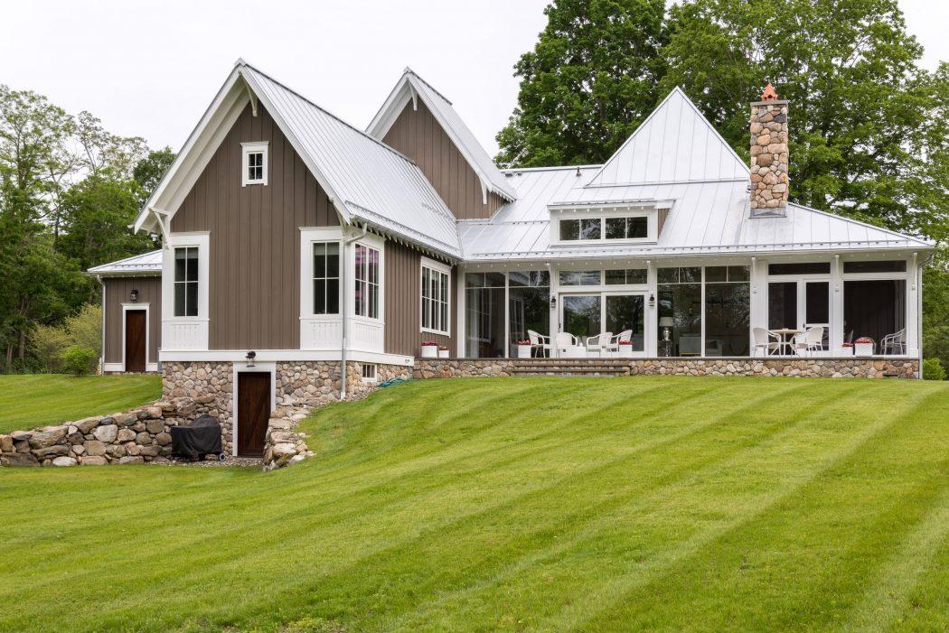 009-gothic-cottage-daniel-contelmo-architects-1050x701